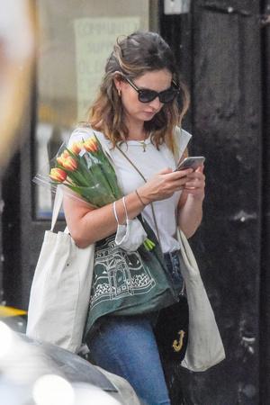 Один день Лили Джеймс: прогулка по Лондону и  цветочный шопинг (фото 1.2)