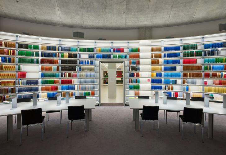 Яркая библиотека по проекту Жана Нувеля (фото 5)