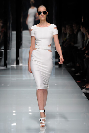 Показ Versace коллекции сезона Весна-лето 2011 года Prêt-à-porter - www.elle.ru - Подиум - фото 185671