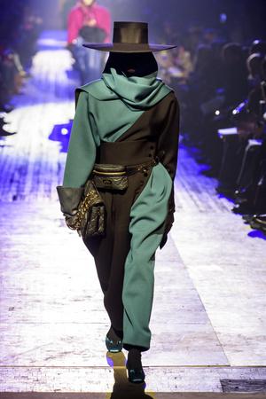 Показ Marc Jacobs коллекции сезона осень-зима  2018-2019 года Prêt-à-porter - www.elle.ru - Подиум - фото 688531