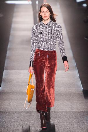 Показ Louis Vuitton коллекции сезона Весна-лето 2015 года prêt-à-porter - www.elle.ru - Подиум - фото 592606