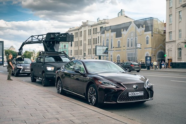 Автомобили Lexus в экранизации романа Виктора Пелевина (фото 1)