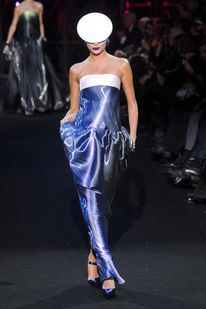 Показ Giorgio Armani Privé коллекции сезона Весна-лето 2011 года Haute couture - www.elle.ru - Подиум - фото 214973