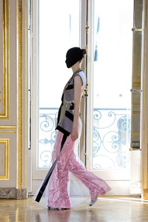 Показы мод Maison Martin Margiela Осень-зима 2011-2012 | Подиум на ELLE - Подиум - фото 2113