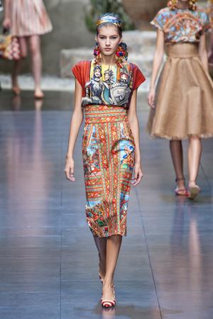 Показы мод Dolce & Gabbana Весна-лето 2013 | Подиум на ELLE - Подиум - фото 1086