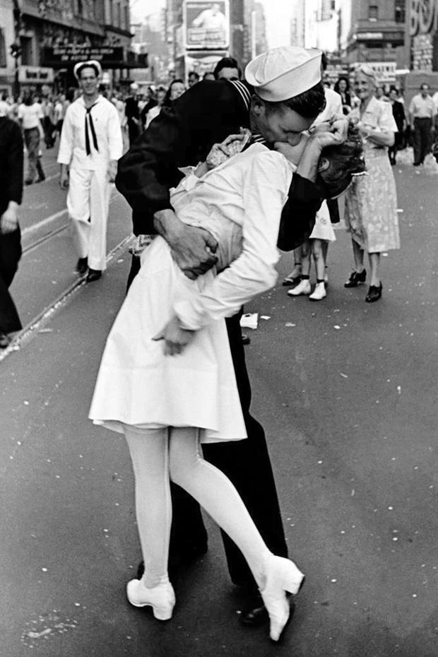 Любовное настроение: 24 культовые скульптуры, картины и фотографии поцелуев (фото 6)