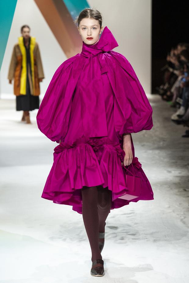 Новый способ носить шарф будущей осенью от Roksanda (фото 3)