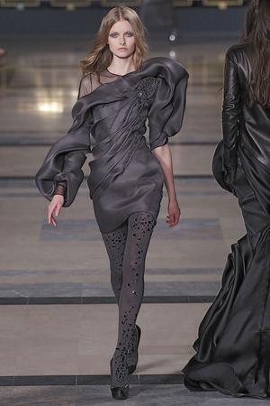 Показ Stephane Rolland коллекции сезона Осень-зима 2010-2011 года Haute couture - www.elle.ru - Подиум - фото 168038