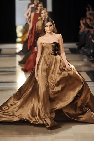 Показ Stephane Rolland коллекции сезона Весна-лето 2011 года Haute couture - www.elle.ru - Подиум - фото 215986