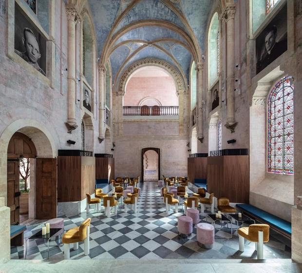Отель в бывшем монастыре по дизайну Джона Поусона (фото 2)