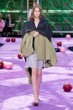 Показ Christian Dior коллекции сезона Осень-зима 2015-2016 года Haute couture - www.elle.ru - Подиум - фото 596929