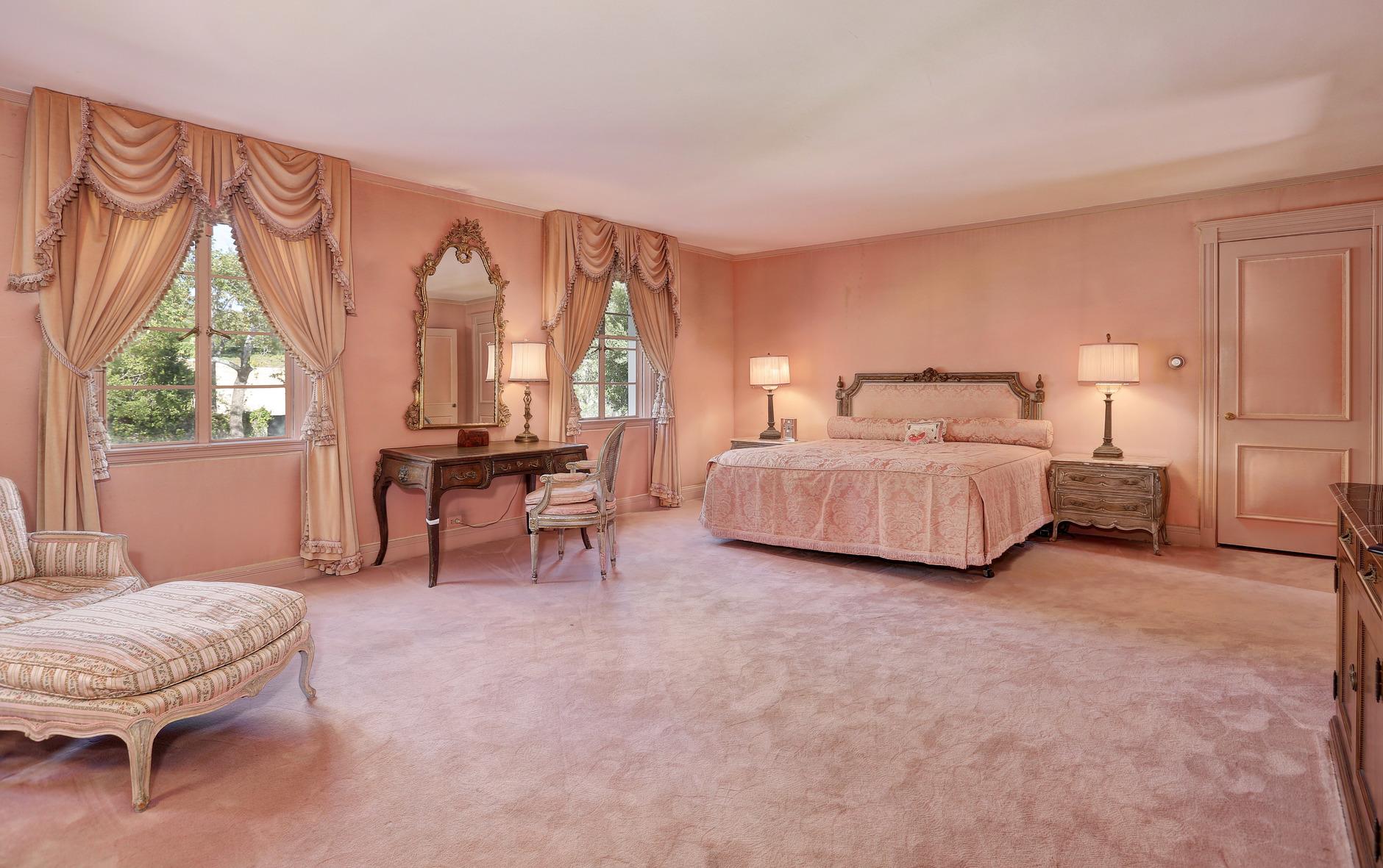 В Калифорнии продан бывший дом Рональда Рейгана (галерея 5, фото 1)