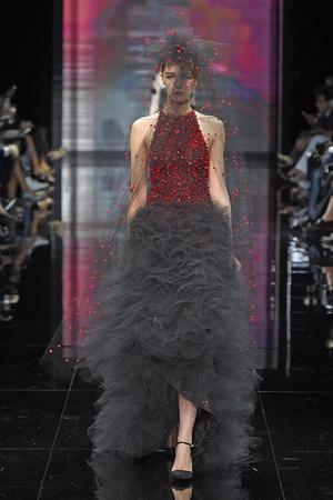 Показ Armani Prive коллекции сезона Осень-зима 2014-2015 года Haute couture - www.elle.ru - Подиум - фото 584942