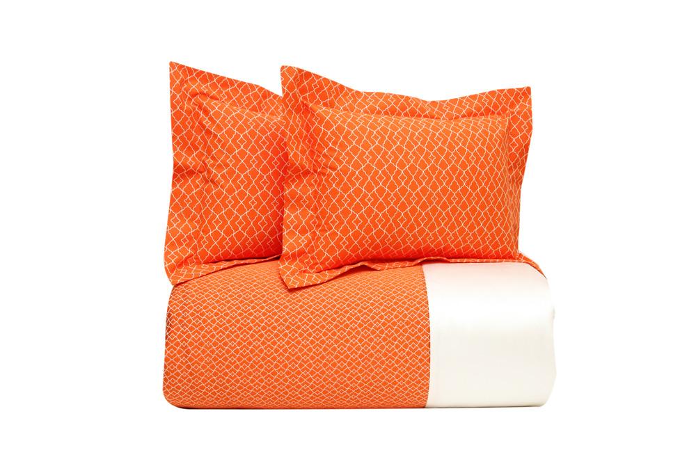 Покрывало и подушки Yves Delorme, дизайн Jali Safran, салоны Yves Delorme.