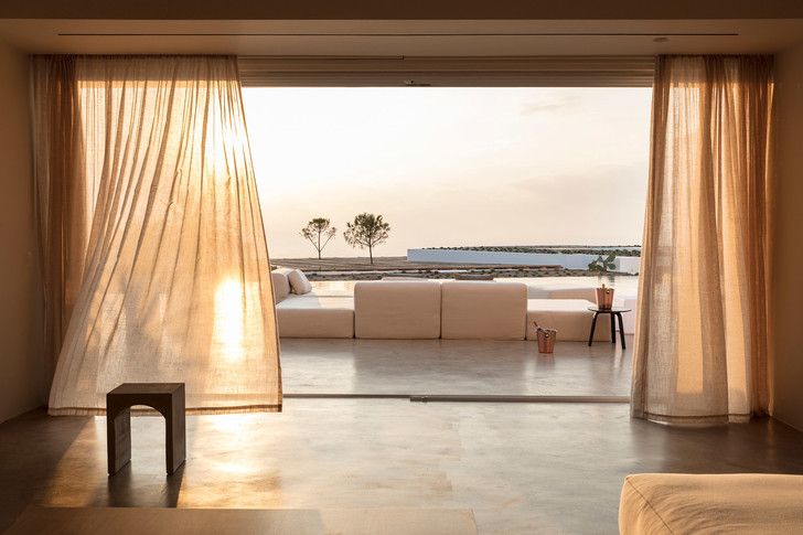 Белоснежная вилла на Санторини от Kapsimalis Architects (фото 19)