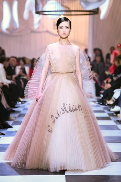 Dior представил капсульную кутюрную коллекцию в Шанхае (галерея 1, фото 8)
