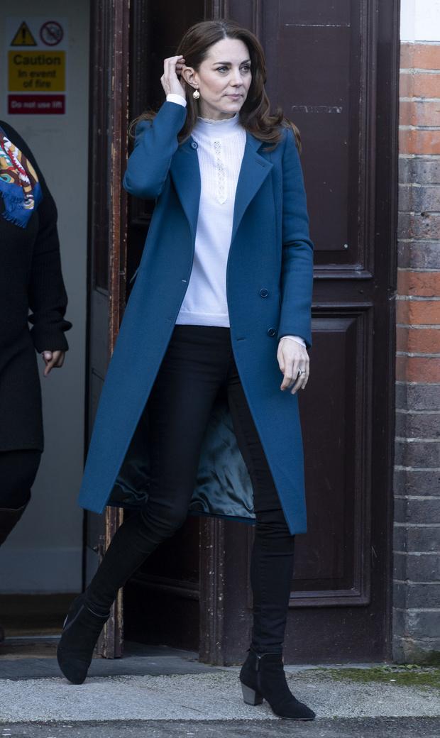 Королевский синий: Кейт Миддлтон в идеальном пальто (фото 3)