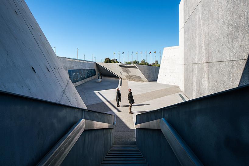 Монумент памяти холокоста по проекту Даниэля Либескинда | галерея [1] фото [3]