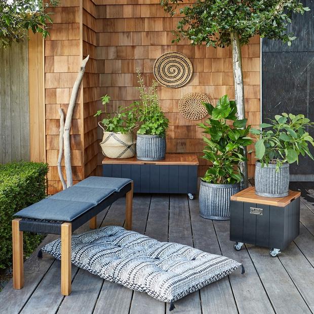 Компактная мебель и аксессуары для небольшого балкона (фото 12)