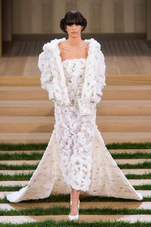 Показ Chanel коллекции сезона Весна-лето  2016 года haute couture - www.elle.ru - Подиум - фото 602763