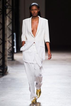 Показы мод Barbara Bui Весна-лето 2015 | Подиум на ELLE - Подиум - фото 4186