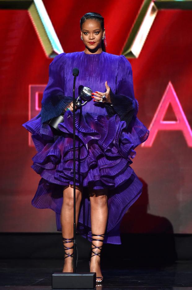 Самый большой взнос: Рианна вступает в борьбу с вирусом (фото 1)