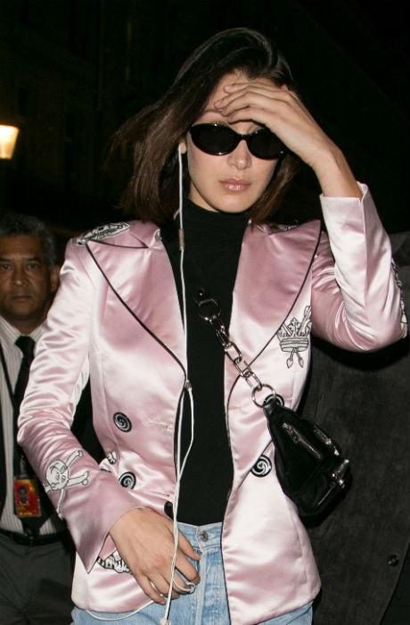 Будни модели: Белла Хадид прилетела в Париж фото [1]