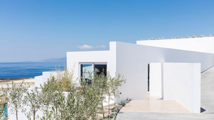Белоснежная вилла на Санторини от Kapsimalis Architects (фото 0)