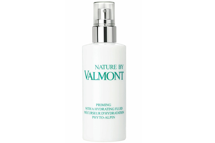 Nature by Valmont Priming with a hydrating fluid