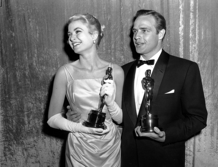 Грейс Келли и Марлон Брандо на вручении премии «Оскар», 1955 год