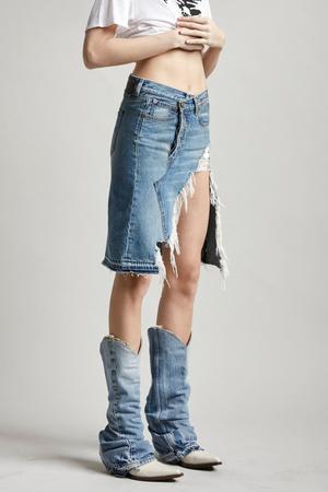 Всего одна юбку на весну — джинсовая миди, как носили наши мамы (фото 9.2)