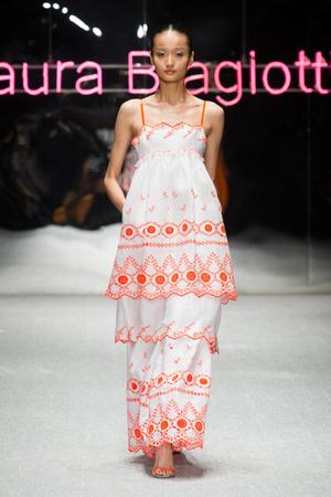 Показы мод Laura Biagiotti Весна-лето 2013 | Подиум на ELLE - Подиум - фото 1087