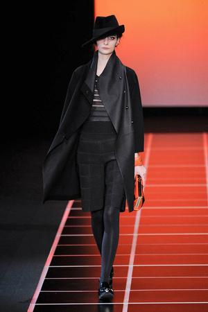Показы мод Giorgio Armani Осень-зима 2012-2013 | Подиум на ELLE - Подиум - фото 1485