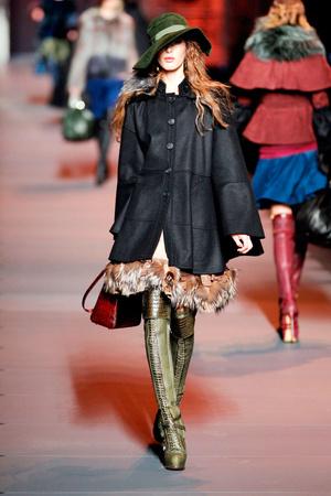 Показ Christian Dior коллекции сезона Осень-зима 2011-2012 года prêt-à-porter - www.elle.ru - Подиум - фото 252103