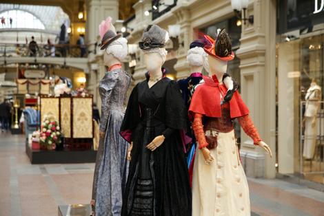 В ГУМе открылась выставка костюмов и украшений из фильма «Матильда» | галерея [1] фото [2]