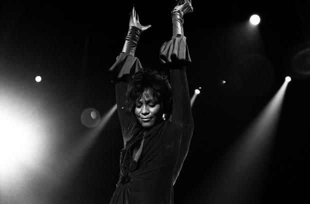 Плейлист ELLE: лучшие песни Уитни Хьюстон (фото 0)