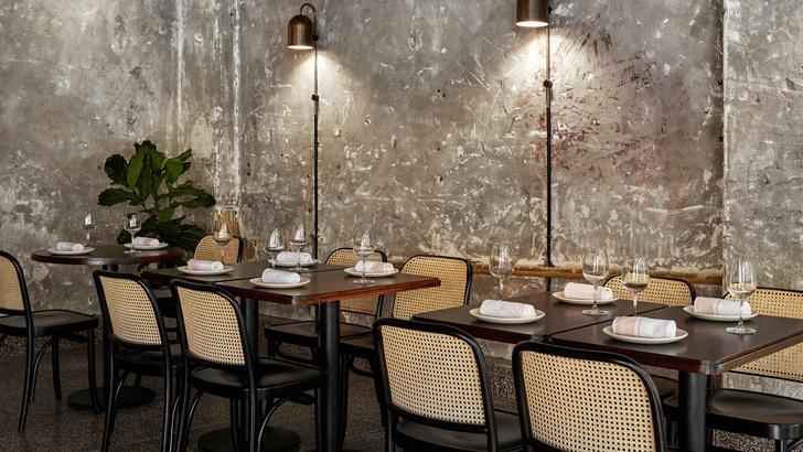 Розовый мрамор и потертый бетон: паста бар в Мельбурне (фото 4)