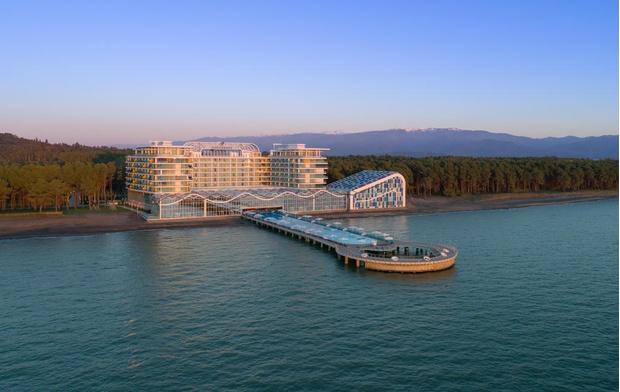 Песок 5 звездочек: в Грузии открылся отель с акулами и черным пляжем (фото 8)