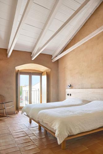 Домик в деревне: гестхаус в Испании от студии Lucas y Hernandez-Gil (фото 11.2)
