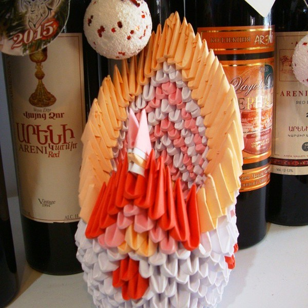 Украсила сегодня магазин. Модульные поделки из бумаги. #elledecormood  @elledecorationru  #newyear #newyear2015 #interior #kids #дети #новыйгод #интерьер #детали #handmade  #paper #wine  #бумага #вино