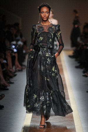 Показы мод Valentino Весна-лето 2012 | Подиум на ELLE - Подиум - фото 1780