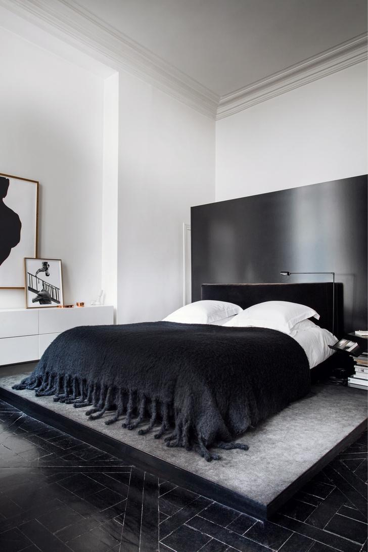 Черный квадрат: парижская квартира в старинном доме (фото 15)