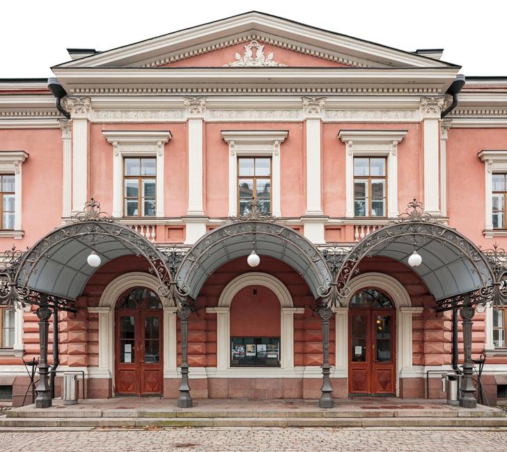 Александровский театр в Хельсинки выставлен на продажу (фото 0)