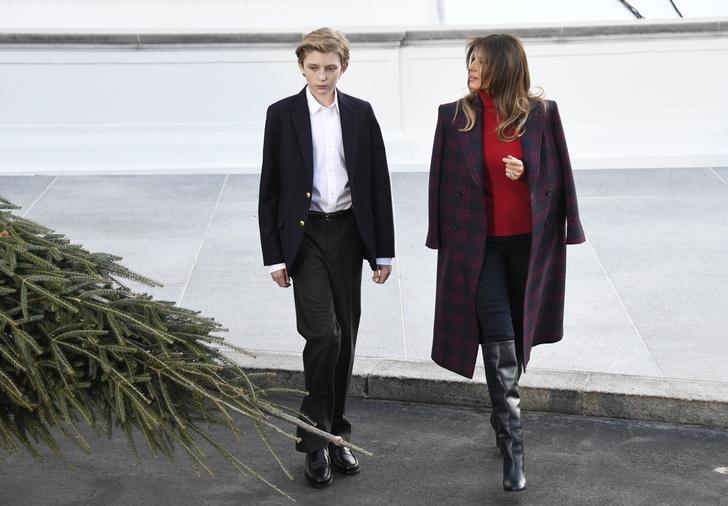 Зимний образ Мелании Трамп: пальто Calvin Klein и свитер Ralph Lauren (фото 1)