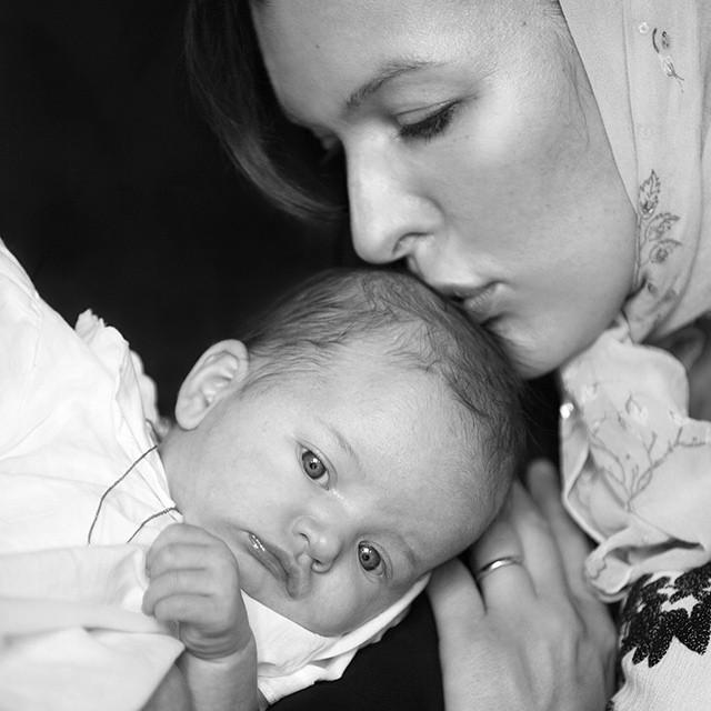 Милла Йовович крестила младшую дочь в православной церкви