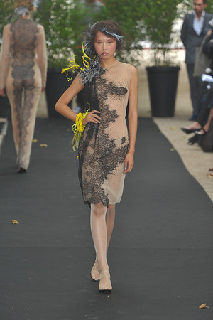 Показ On Aura Tout Vu коллекции сезона Осень-зима 2009-2010 года haute couture - www.elle.ru - Подиум - фото 88219