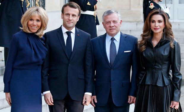 В каком платье Бриджит Макрон встречала самую стильную королеву? (фото 2)