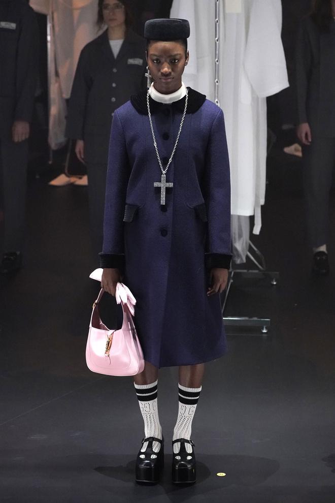 Мастера Gucci дошивали одежду прямо на показе (фото 8.1)