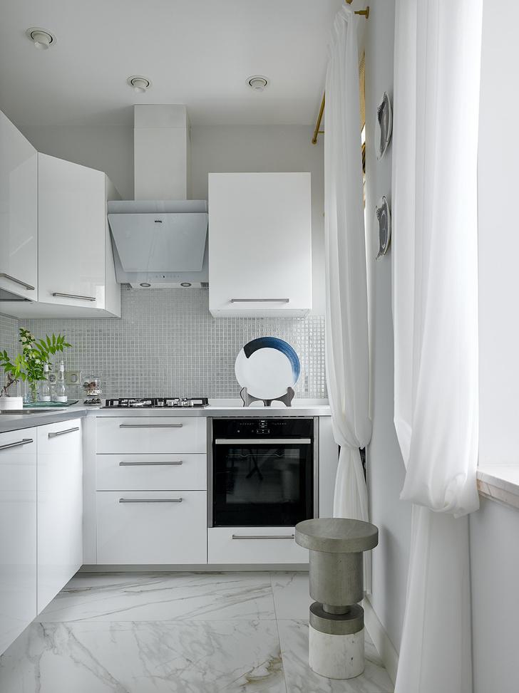 Блеск на воде: квартира в стиле современной классики (фото 9)