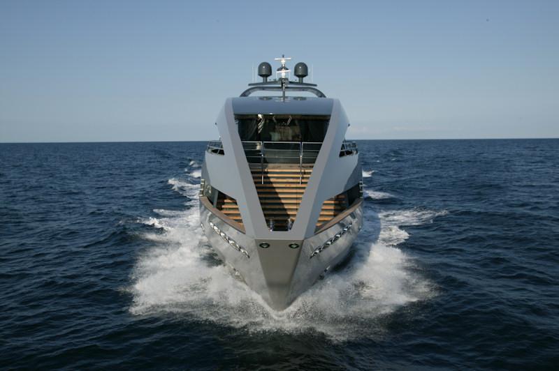 Морская прогулка: парусники и яхты от известных дизайнеров | галерея [4] фото [13]